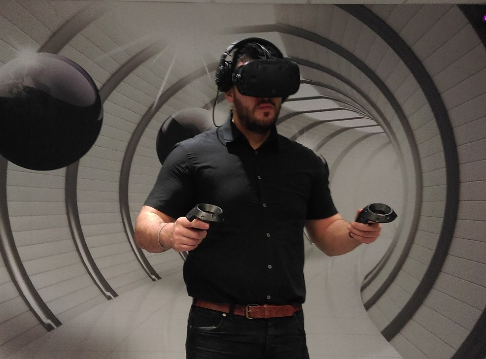 Jeff Travis, Senior Consultant at Polymedia, experiencing Virtual Reality
